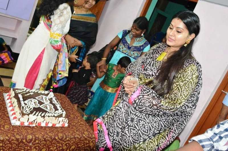 Sneha birthday,Sneha,actress Sneha,Sneha and Prasanna,Sneha birthday celebration,Sneha birthday celebration pics,Sneha birthday celebration images,Sneha birthday celebration photos,Sneha birthday celebration pictures