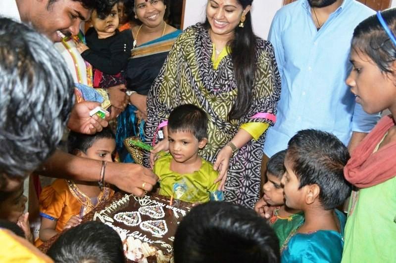 Sneha birthday,Sneha,actress Sneha,Sneha and Prasanna,Sneha birthday celebration,Sneha birthday celebration pics,Sneha birthday celebration images,Sneha birthday celebration photos,Sneha birthday celebration pictures
