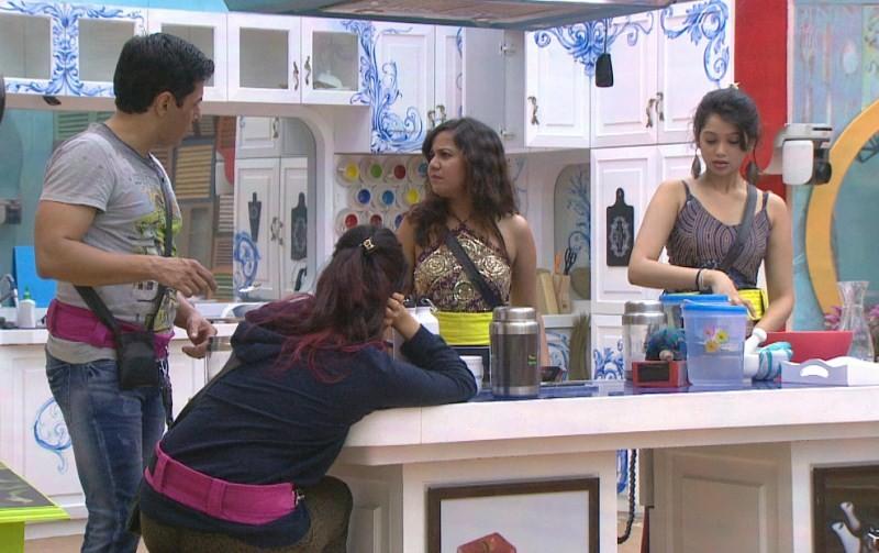 Bigg Boss 9,Bigg Boss,Bigg Boss 9 day 3,Bigg Boss 9 contestants,Rochelle Rao,Mandana Karimi,luxury budget