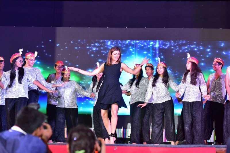 Sushmita Sen,actress Sushmita Sen,Bright Start Fellowship International School's Annual Concert,Bright Start Fellowship International School,Sushmita Sen latest pics,Sushmita Sen latest images,Sushmita Sen latest photos,Sushmita Sen latest pictures,S