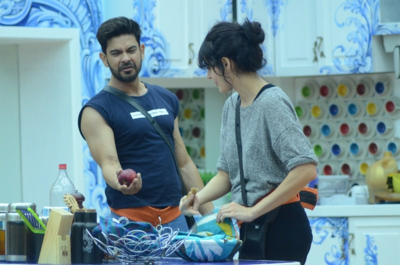 Bigg Boss 9 Day 4,Bigg Boss 9,Bigg Boss,Rochelle Rao snaps at boyfriend Keith Sequeira,Rochelle Rao,Keith Sequeira,luxury budget task