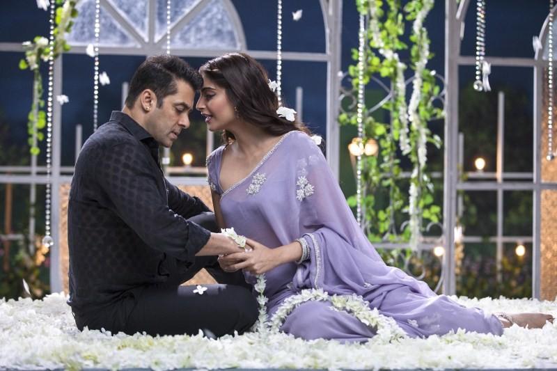 Salman Khan,Prem Ratan Dhan Payo,Prem Ratan Dhan Payo special screening,Bhagyashree,Maine Pyaar Kiya,Madhuri Dixit,Aapke Hai Koun