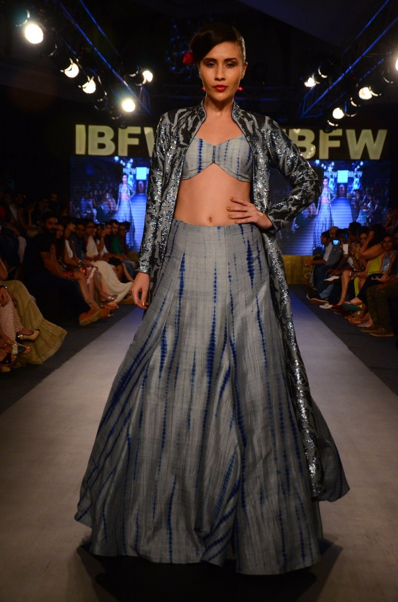 Mayyur R Girotra,Bridal Wear,shimmery retro collection,Gionee India Beach Fashion Week,Beach Fashion Week,Fashion Week,Fashion Week 2015,Fashion