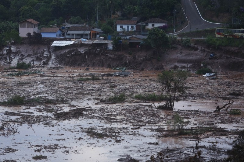 Brazil dam burst,dam burst,iron ore tailing dam collapsed,iron ore dam collapsed,15 people killed,Brazil