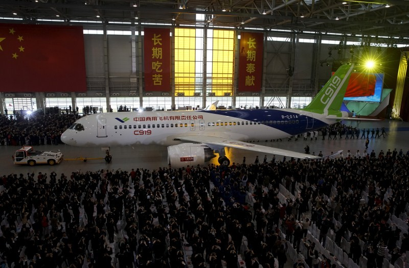 China unveils passenger jet,passenger jet,C919,C919 passenger jet,Commercial Aircraft Corp of China,Airbus Group and Boeing Co,first passenger jet