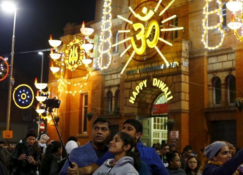 Diwali 2015,happy Diwali,diwali celebration,Diwali celebration across india,Diwali celebration across world