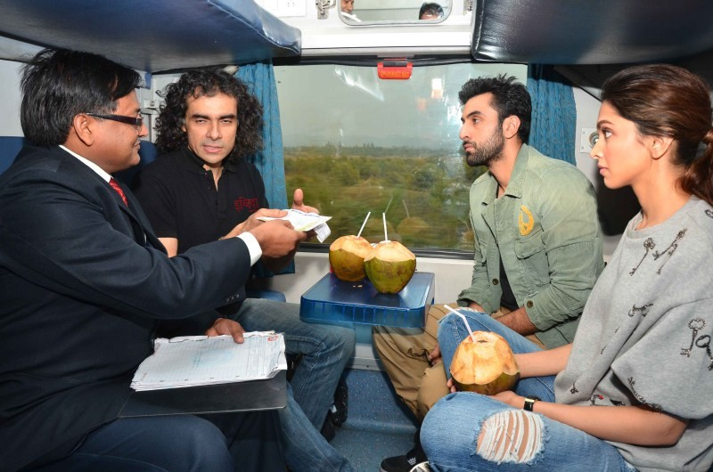 Ranbir Kapoor,Deepika Padukone,Ranbir Kapoor and Deepika Padukone,Tamasha,Tamasha promotion,Ranbir-Deepika's exciting train journey begins,Ranbir-Deepika train journey begins,Ranbir Deepika train journey