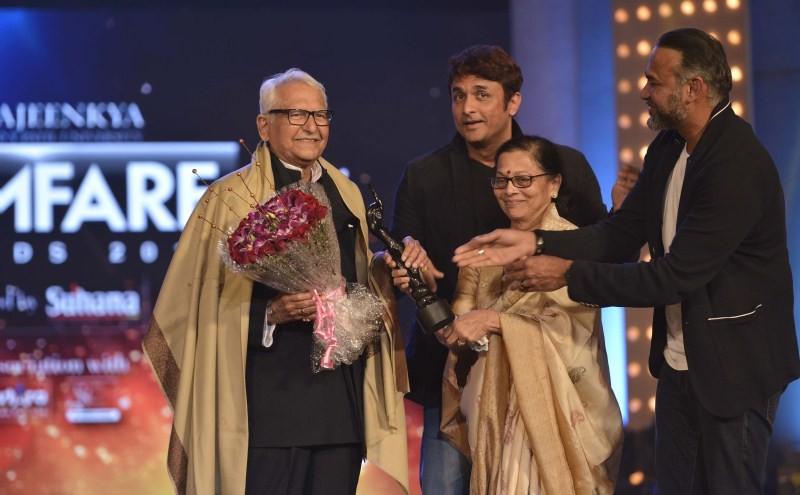 Marathi Filmfare Awards,Marathi Filmfare Awards 2014,Riteish Deshmukh,Tabu,Vidya Balan,Varun Dhawan,Urmila Matondkar,Marathi Filmfare Awards pics,Marathi Filmfare Awards images,Marathi Filmfare Awards photos,Marathi Filmfare Awards stills,Marathi Filmfare