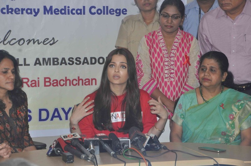 Aishwarya Rai Bachchan,Aishwarya Rai,Aishwarya Rai Awareness on World AIDS Day,Aishwarya Rai Bachchan on world aids day,Aishwarya Rai Bachchan Visit Cooper Hospital