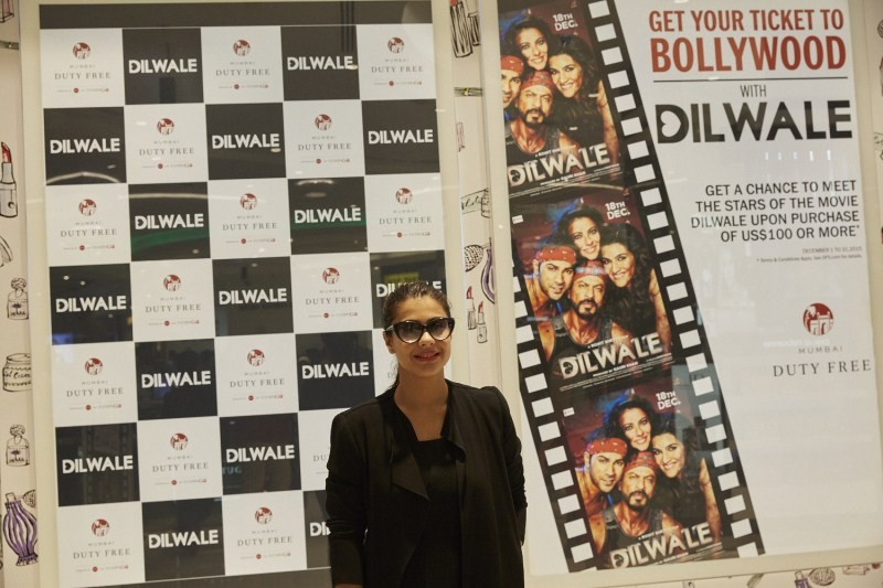 Shah Rukh Khan,Kajol,Varun Dhawan,Kriti Sanon,Dilwale,Dilwale team,Team 'Dilwale' offers fun at Mumbai Duty Free,Dilwale offers fun at Mumbai Duty Free