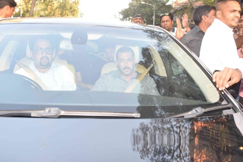 Salman Khan,Salman khan hit and run case,salman khan hit and run,salman khan acquitted,Salman Khan returns home