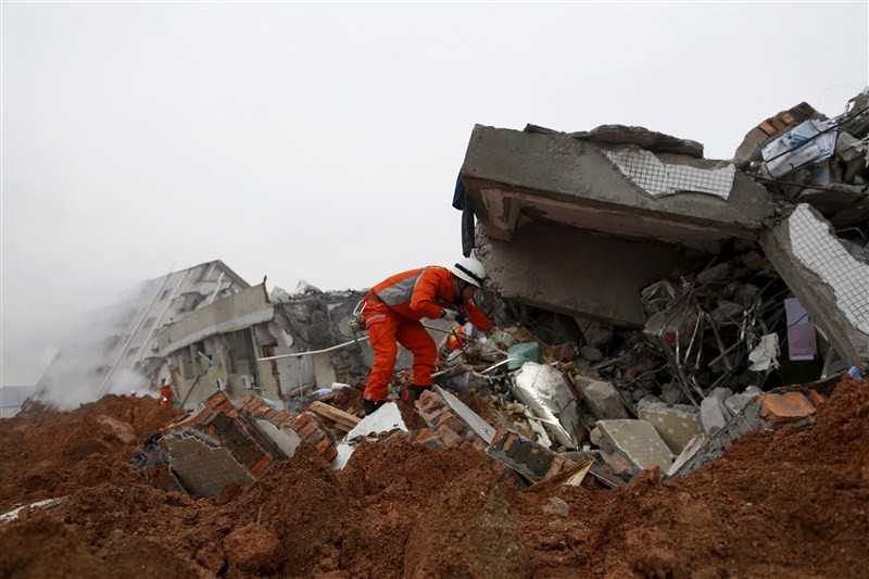 Chinese industrial park landslide,industrial park landslide,China's Guangdong province,Shenzhen city,landslide,91 missing in Chinese industrial park landslide