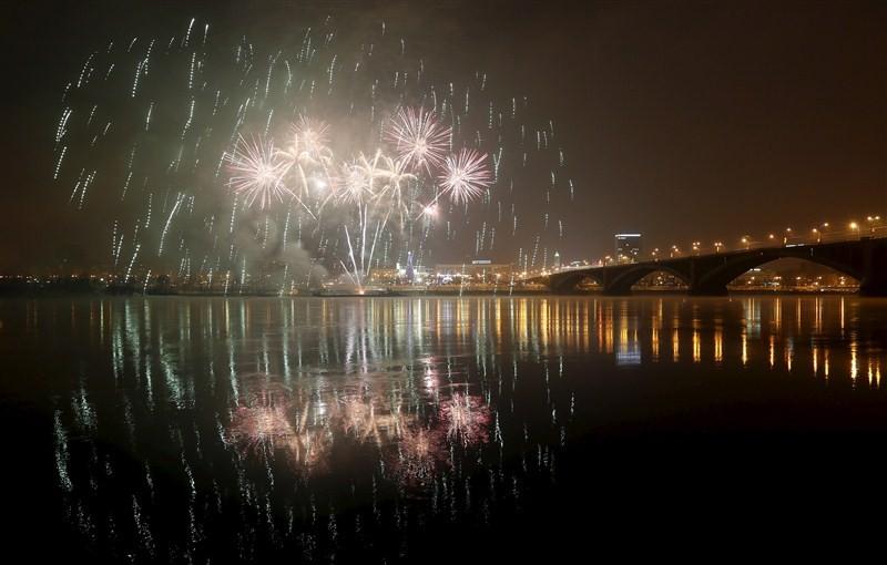 New year fireworks,fireworks on New year,New year,New year 2016,New year celebration,happy new year,new year celebrations,LIghts Display