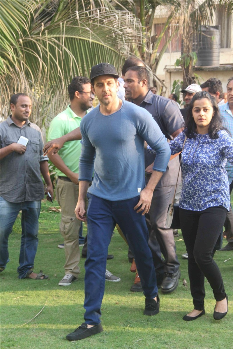 Hrithik Roshan,Hrithik Roshan celebrates 42nd birthday with media,Hrithik Roshan birthday,hrithik roshan birthday party,hrithik roshan birthday bash,Hrithik Roshan birthday celebrations,hrithik roshan birthday pictures,hrithik roshan birthday photos,hrith