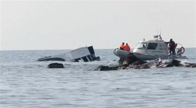 Migrant boat sinks off Turkey,Migrant boat sinks,migrants,Migrant Boat Capsizes,Dozens dead,Migrant crisis,Greek island,Iraqi Kurdish Refugees