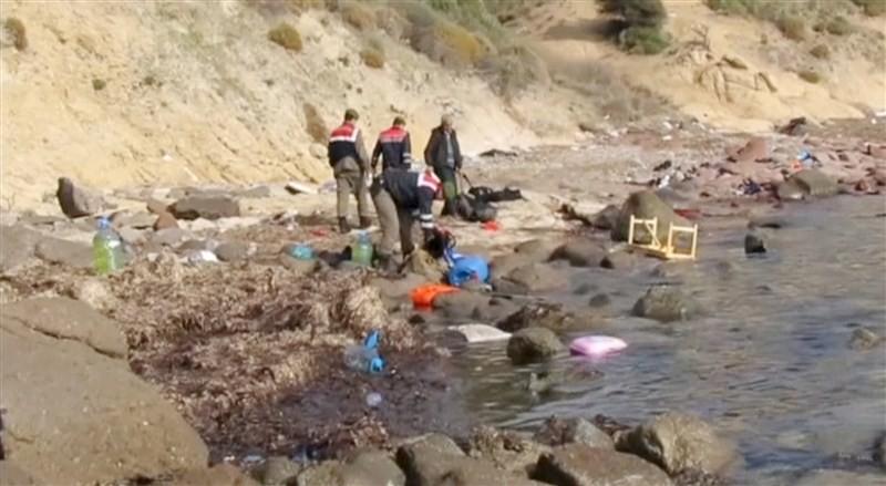 Migrant boat sinks off Turkey,Migrant boat sinks,migrants,Migrant Boat Capsizes,Dozens dead,Migrant crisis,Greek island,Iraqi Kurdish Refugees