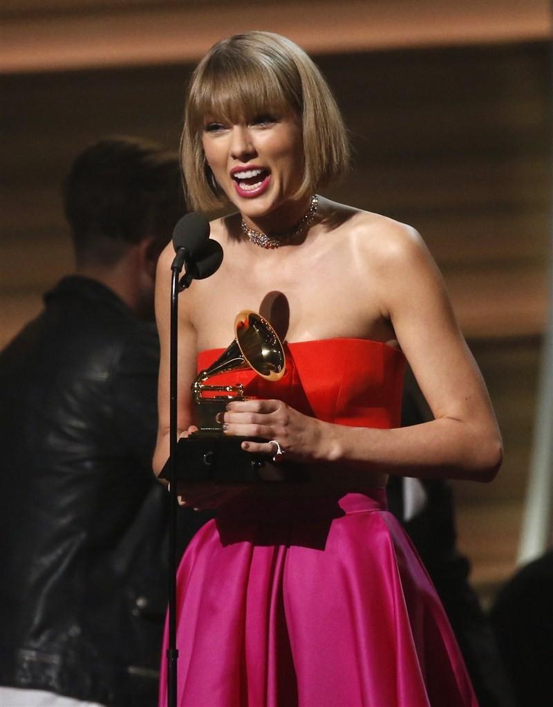 Grammy Awards,Grammy Awards 2016,Grammy 2016,Grammy Awards winners,Grammy Awards 2016 winners,Grammy Awards winners 2016,Grammy Awards Performances,2016 grammy awards performances,Grammy Awards red carpet,Chris Stapleton,Kendrick Lamar,Taylor Swift,Arturo