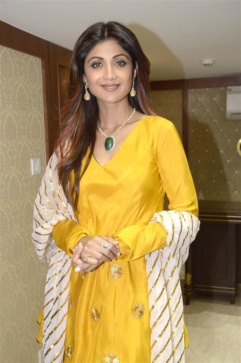 Shilpa Shetty,Shilpa Shetty launches Diagold store in Mumbai,Shilpa Shetty launches Diagold store,Diagold store in Mumbai,Bollywood actress Shilpa Shetty,actress Shilpa Shetty,Shilpa Shetty pics,Shilpa Shetty images,Shilpa Shetty photos,Shilpa Shetty pict