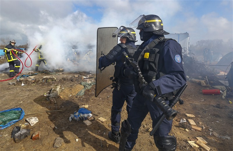 French Migrant,French Migrant Camp in Flames,Migrant jungle in flames,Migrant jungle,northern France,Calais Jungle,Shelters burn,French police