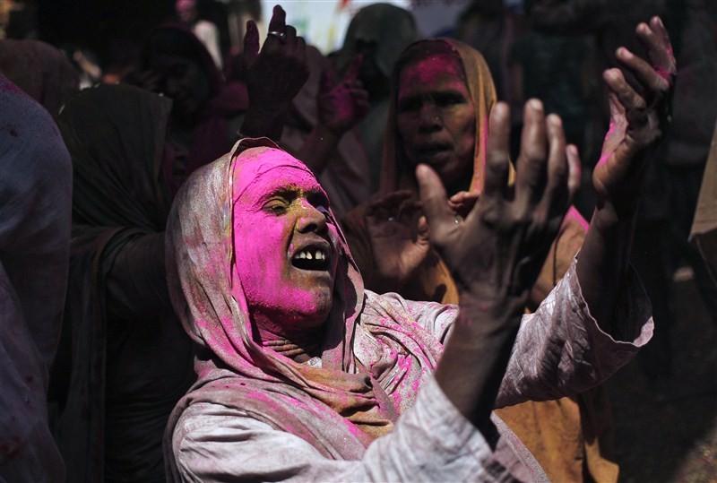 Holi festival,Holi,Holi celebrations,Indian widows celebrate Holi festival,widows celebrate Holi festival,Vrindavan temple,Sulabh International