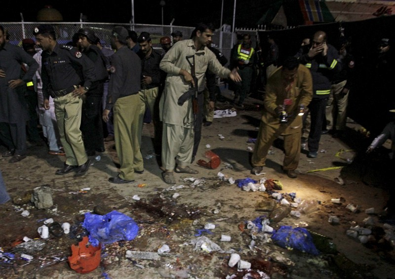 Lahore blast,Taliban suicide bomber targeting Christians kills 69,Taliban suicide bomber,Easter bombing targets Christians,Easter bombing,Christian families,Easter,Easter celebration