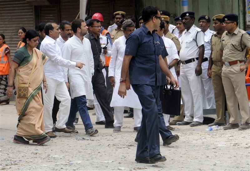 Rahul Gandhi,Rahul Gandhi visits Kolkata Flyover Collapse,Congress vice president Rahul Gandhi,under-construction flyover collapse,president Rahul Gandhi,Kolkata Flyover Collapse,Flyover Collapse