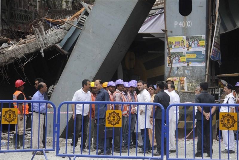 Rahul Gandhi,Rahul Gandhi visits Kolkata Flyover Collapse,Congress vice president Rahul Gandhi,under-construction flyover collapse,president Rahul Gandhi,Kolkata Flyover Collapse,Flyover Collapse