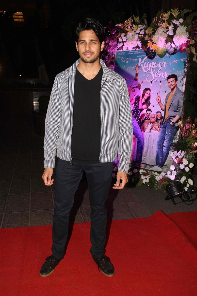 Kapoor & Sons,Kapoor & Sons Success Party,Shah Rukh Khan,Alia Bhatt,Siddharth Malhotra,Kapoor & Sons Success Party pics,Kapoor & Sons Success Party images,Kapoor & Sons Success Party stills,Kapoor & Sons Success Party pictures,boll