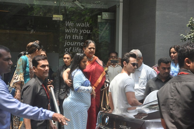 Arpita Khan,Arpita Khan discharge from Hinduja Hospital,Arpita Khan with his Son Ahil,New Born Son Ahil,Salman Khan,Salman Khan sizter