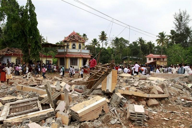 Kerala temple tragedy,temple tragedy,Kollam,Kollam Temple,Paravur,Puttingal Devi temple,Puttingal Devi Temple fire