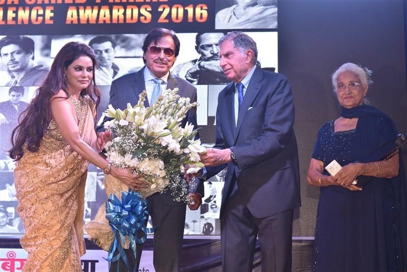 Ratan Tata,Shabana Azmi,Dadasaheb Phalke Excellence Awards 2016,Dadasaheb Phalke Excellence Awards,Dadasaheb Phalke Excellence,Star studded Dadasaheb Phalke Excellence Award,Padma Vibhushan,Padma Bhushan,Shri Ratan Tata