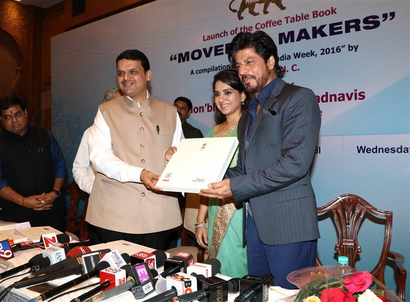 Shah Rukh Khan,Shaina NC's book Movers & Makers,Shaina NC,Maharashtra Chief Minister Devendra Fadnavis,Devendra Fadnavis,Shaina NC's book launch,Shahrukh Khan,SRK