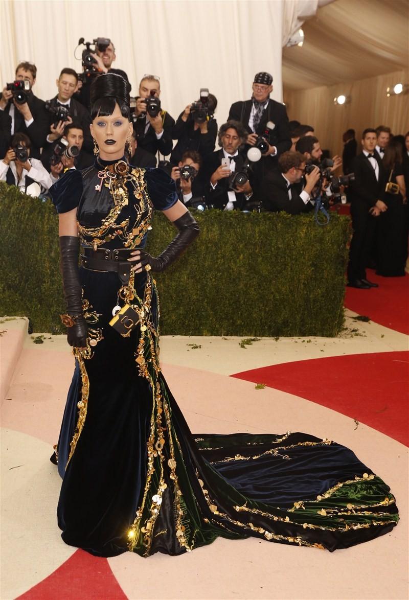 Met Gala,Metropolitan Museum of Art Costume Institute,Blake Lively,Kanye West,Kim Kardashian,Singer Katy Perry,Singer Beyonce,Singer FKA Twigs,Robert Pattinson,fashion event