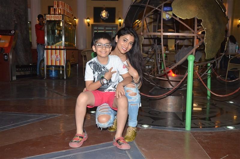Shriya Saran,Shriya Saran visits KidZania,Shriya Saran visits KidZania Mumbai with her nephew,Shriya Saran with her nephew,actress Shriya Saran,Shriya Saran pics,Shriya Saran images,Shriya Saran photos,Shriya Saran stills,Shriya Saran pictures