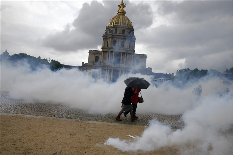 France revolts against labor reform,Protesters clash with police,France,France against labor reform,protective labor law,labor law