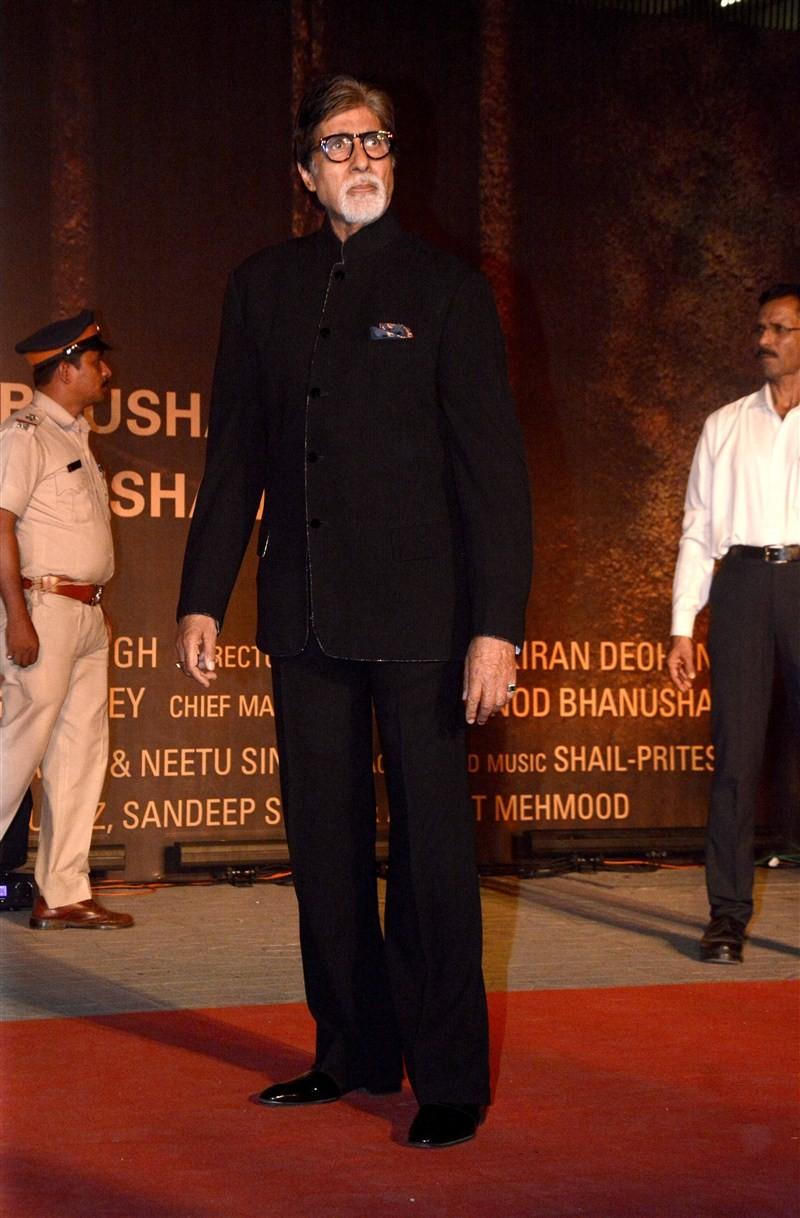 Celebs like Kajal Aggarwal, Aishwarya Rai, Abhishek Bachchan at Sarbjit Premiere Show at PVR Mumbai.
