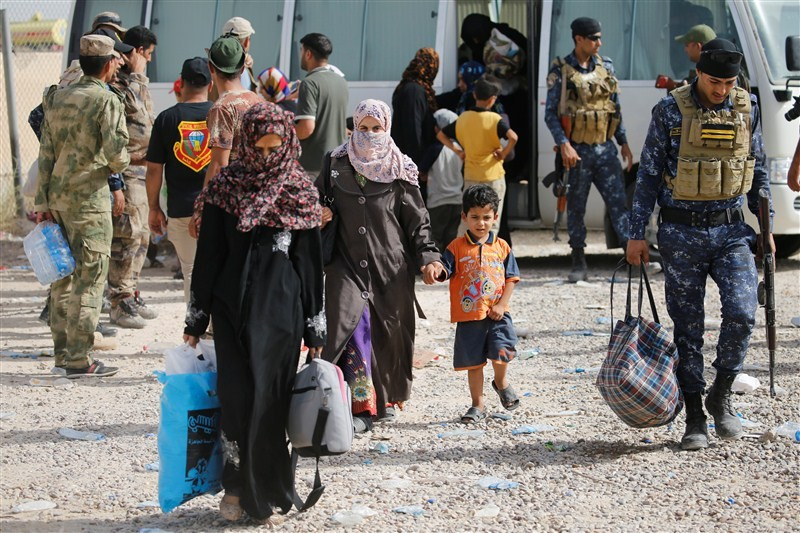Islamic State Militants,Islamic State,Civilians Fleeing Fallujah,Fleeing Fallujah,Falluja sank,pro-Baghdad,Islamic State stronghold