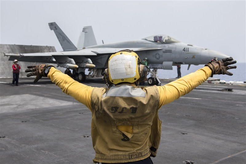 Fighting Islamic State,Fighting Islamic State from the sea,Islamic State,USS Harry S. Truman,fighter jets,F/A-18E,U.S. Navy F/A-18C