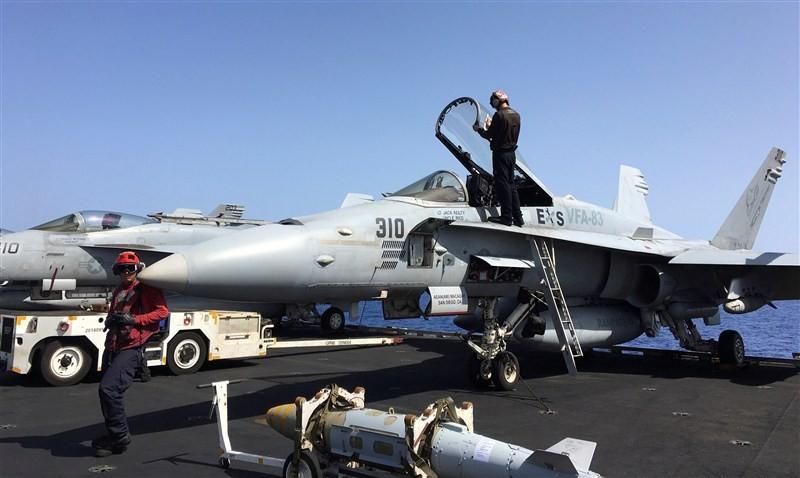 Fighting Islamic State,Fighting Islamic State from the sea,Islamic State,USS Harry S. Truman,fighter jets,F/A-18E,U.S. Navy F/A-18C