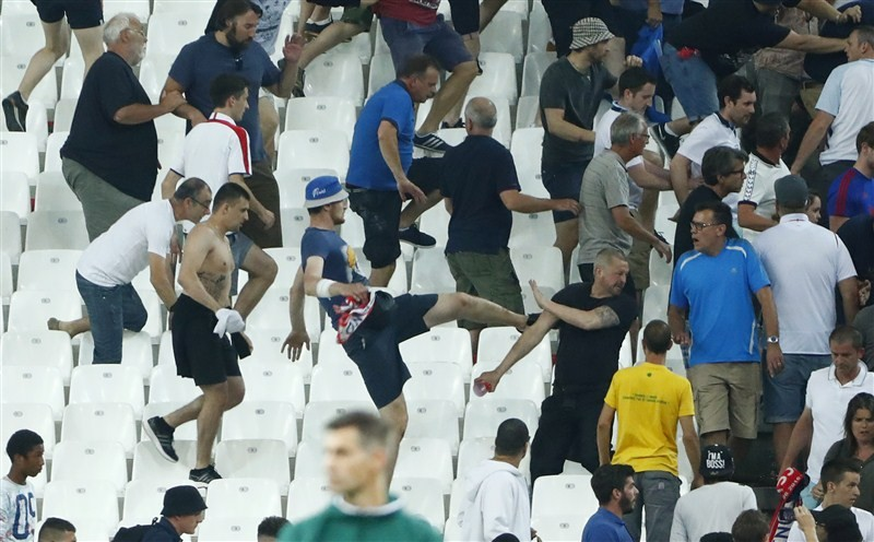 Euro 2016,Euro 2016 clashes,Euro 2016 fights,Euro fights,Euro clashes,supporters clash,Fans clash