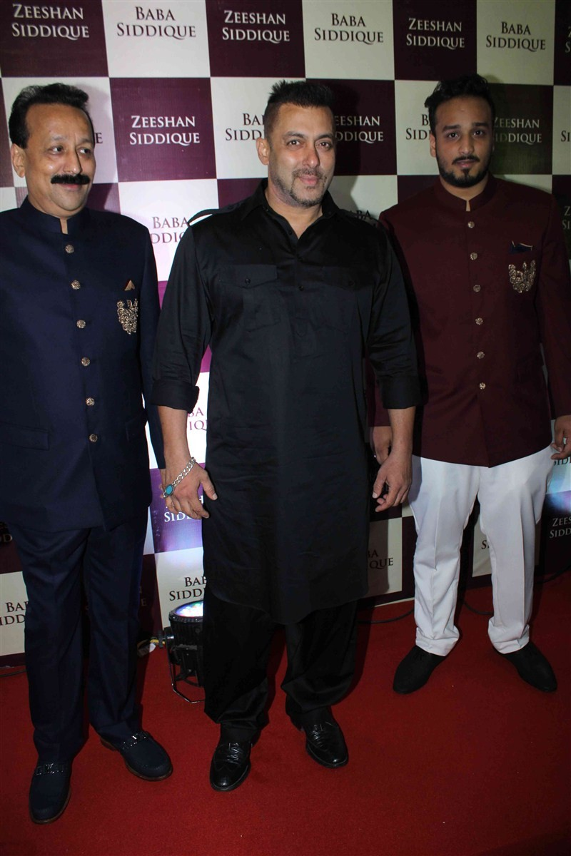 Baba Siddique's Iftar party,Baba Siddique Iftar party,baba siddique,iftar party 2016,Karan Singh Grover,Bipasha Basu,Arpita Khan,Baba Siddique Iftar party pics,Baba Siddique Iftar party images,Baba Siddique Iftar party photos,Baba Siddique Iftar part