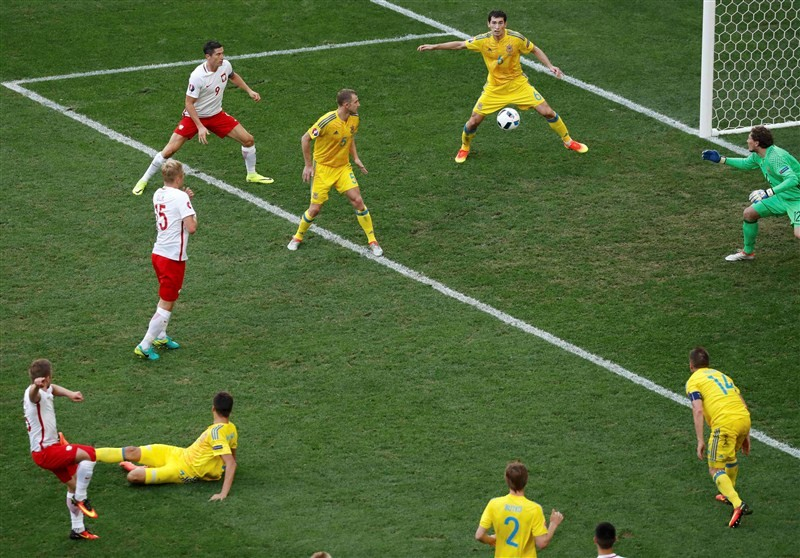 Poland beats Ukraine,Poland,Ukraine,Poland beat Ukraine to advance for first time,Poland beat Ukraine enter Euro pre-quarters,Poland enter Euro pre-quarters,Euro pre-quarters,Euro 2016