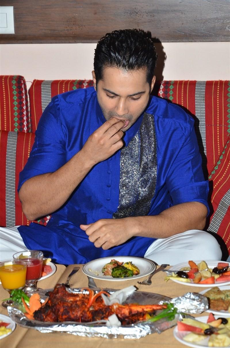 Varun Dhawan,Varun Dhawan relishes ramzan delicacies,Varun Dhawan tastes ramzan delicacies,Varun Dhawan ramzan,ramzan delicacies,ramzan foods,ramzan special,actor Varun Dhawan,Varun Dhawan pics,Varun Dhawan images,Varun Dhawan photos,Varun Dhawan stills,V
