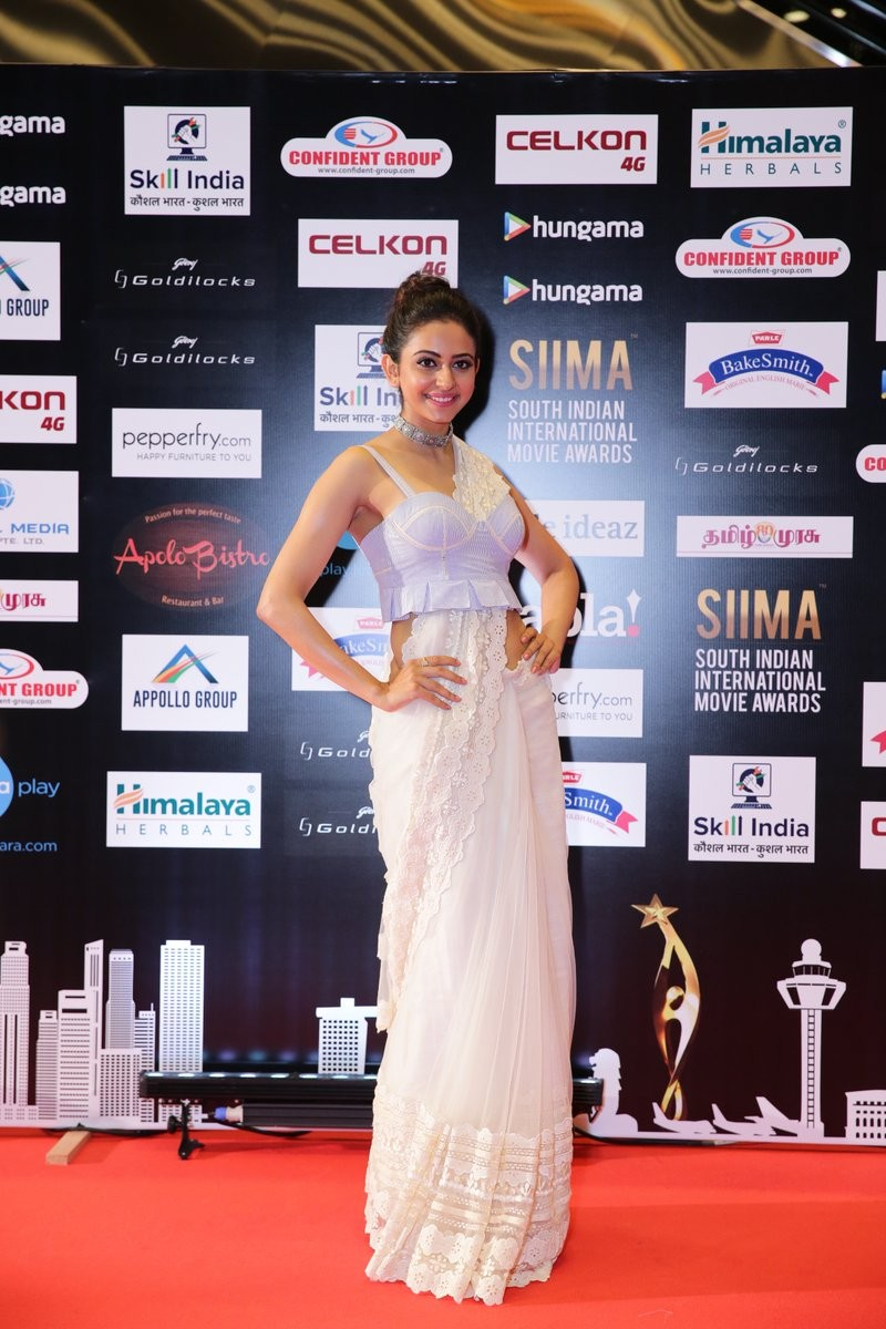 SIIMA 2016,SIIMA 2016 winners,Samantha,Nithya Menen,Rakul Preet,Vedhika,SIIMA 2016 pics,SIIMA,celebs at SIIMA,siima awards,SIIMA 2016 images,SIIMA 2016 photos,SIIMA 2016 stills