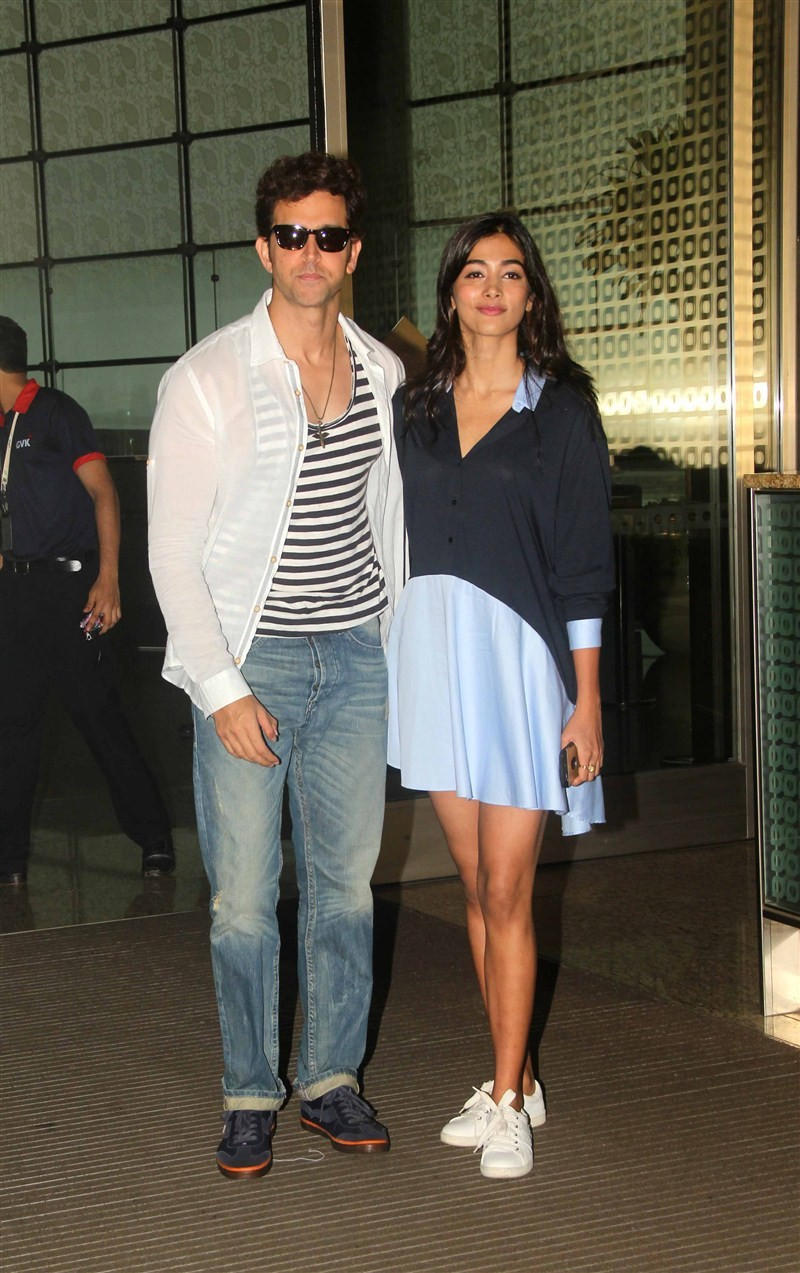 Hrithik Roshan,Pooja Hegde,Arjun Kapoor,Vidya Balan,Vidya Balan spotted at Mumbai airport,Hrithik Roshan at Mumbai airport,Pooja Hegde at Mumbai airport,Arjun Kapoor at Mumbai airport