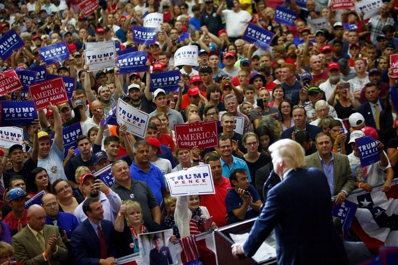 Donald Trump,Donald Trump campaign trail,Donald Trump campaign,Donald Trump freak-out,Donald Trump insists campaign