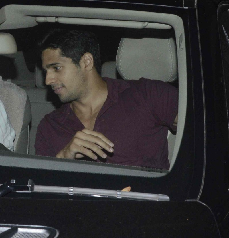 Sidharth Malhotra And Alia Bhatt Spotted At Santacruz,Sidharth Malhotra,Alia Bhatt,Sidharth Malhotra and Alia Bhatt,actress Alia Bhatt