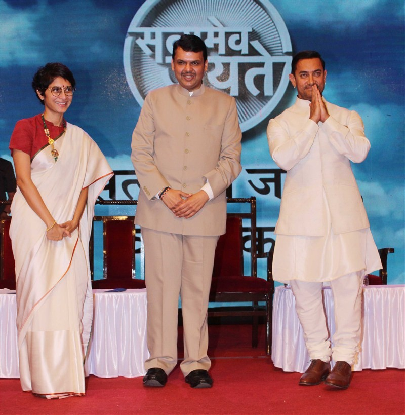 Aamir Khan,Satyamev Jayate,Satyamev Jayate Water Cup awards 2016,Satyamev Jayate Water Cup awards,Aamir Khan at Satyamev Jayate Water Cup awards,actor Aamir Khan,Aamir Khan latest pics,Aamir Khan latest images,Aamir Khan latest photos,Aamir Khan latest st
