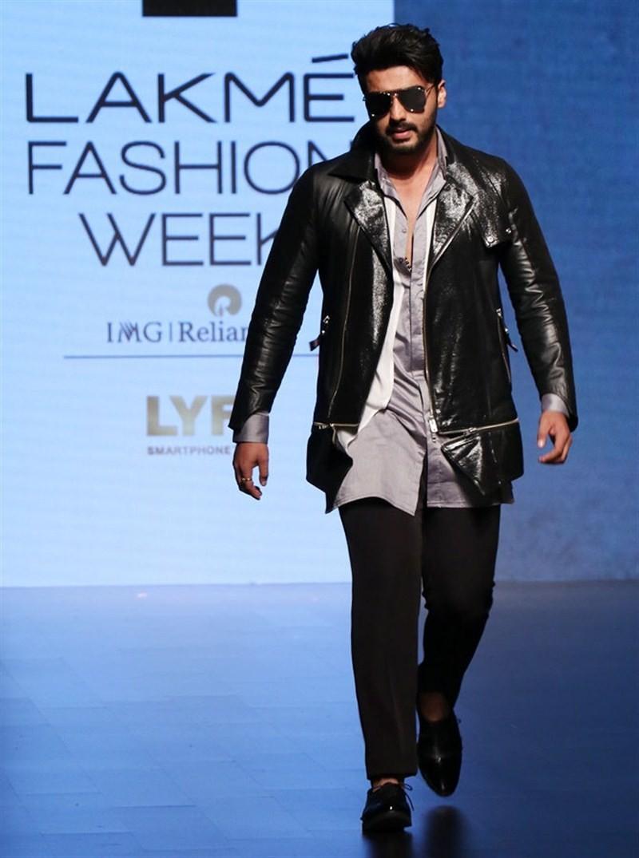 Arjun Kapoor,Arjun Kapoor at The Lakme Fashion Week,Lakme Fashion Week,Lakme Fashion Week 2016,Arjun Kapoor walks the ramp,Sahil Aneja,Lakme Fashion Week Winter Festive 2016,Lakme Fashion Week Winter Festive