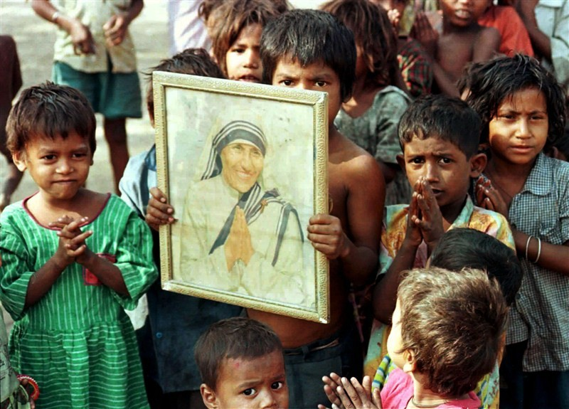 Mother Teresa,Mother Teresa Missionaries,Missionaries of Charity,mother teresa sainthood,mother teresa to become saint,mother teresa missionaries of charity,Mother Teresa  pics,Mother Teresa  images,Mother Teresa photos,Mother Teresa stills,Mother Teresa